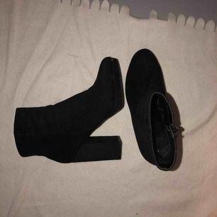 ett par New Look skor köpta på ASOS, använda 1 gång. platå och 11 cm klack, wide fit