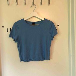 "Ganska basic t-shirt med ""mönstrat"" tyg"