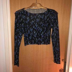Sjukt snygg tröja i mesh!  Den är för liten för mig så måste tyvärr sälja :( Köparen står för frakt<3