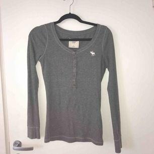Fin långärmad t-shirt från Abercrombie and fitch, stl S bra skick