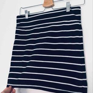 Såå snygg tight kjol till hösten🍁 Stretchigt material, Köparen står för frakt