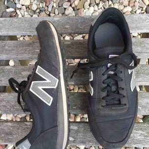 Nu är det dags att sälja mina nb skor... De är storlek 37 men ganska små i storleken så tror inte att de skulle passa 38. Rätt så använda. Lite slitna i hälen och lite smutsiga , men inget som ingått går att fixa. Köparen står för frakt