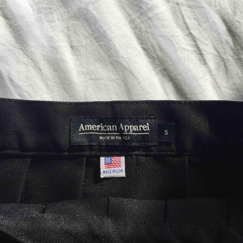 kjol från american apparel <3 jättefin och i bra skick <3 ord.pris: 48 dollar . Kjolar.