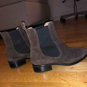 Supersnygga skor från Vagabond som tyvärr inte kommit till användning... De är i väldigt bra skick och är i stort sätt som när jag köpte dem! Eventuell frakt tillkommer!