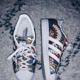 Limited edition skor från Adidas använd några gånger. Köpta utomlands 🕊 strl. 37,5