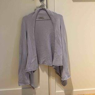Ljusblå stickad tröja från Hunkydory. Kan mötas upp i kungsbacka eller posta, köparen står för frakten.