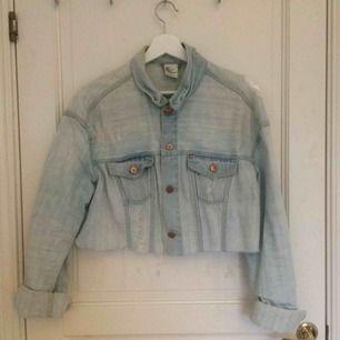 Avklippt jeansjacka från H&M