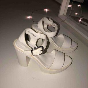 Vita klackar från din sko