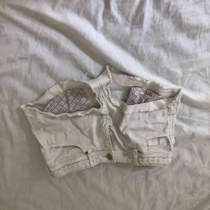 vita shorts från hm frakt 15kr