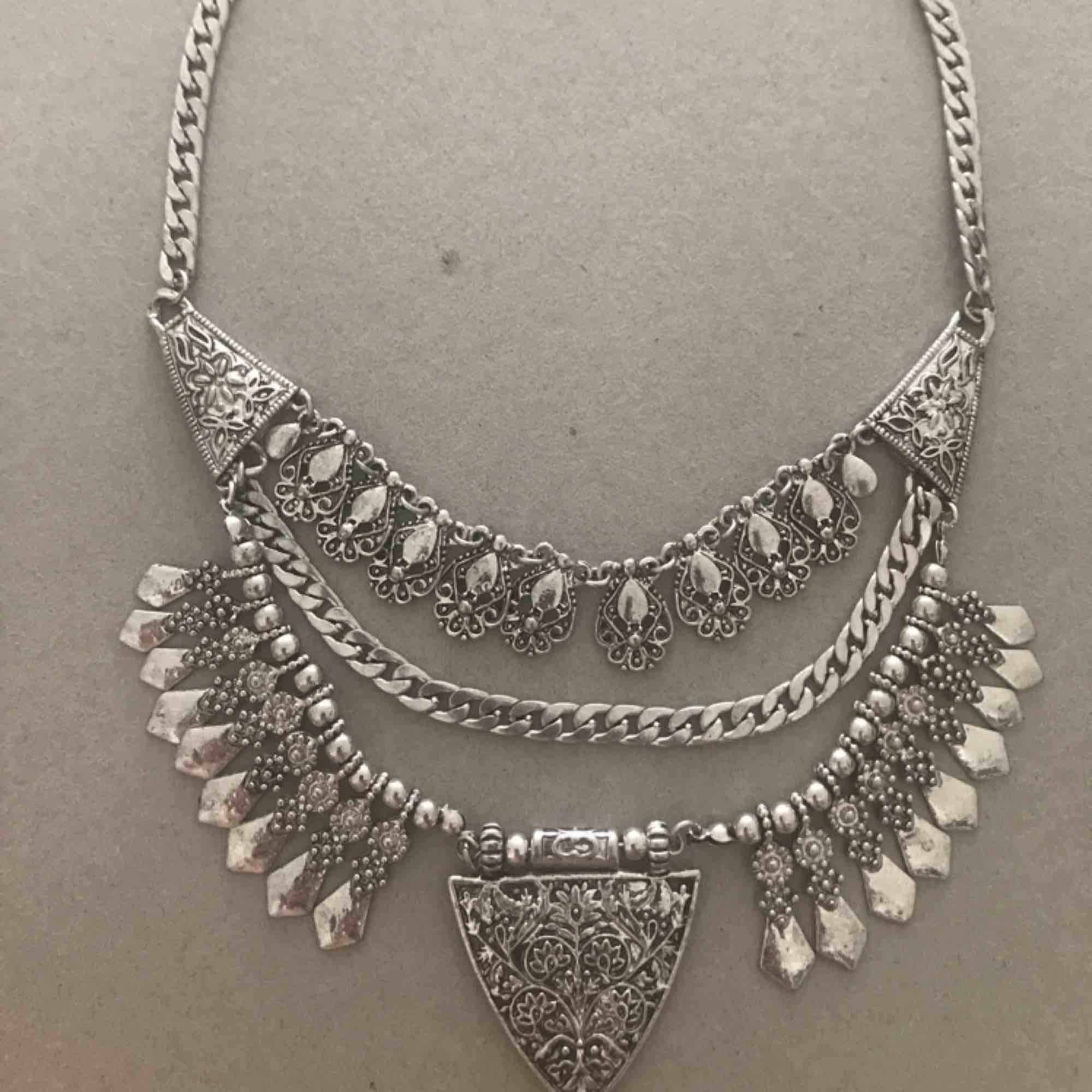 Fint bohemiskt halsband. Accessoarer.