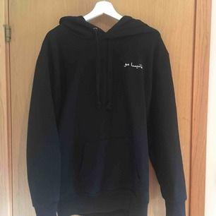Ny hoodie från na-kd med stor luva, aldrig använd.
