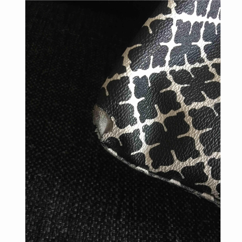 Malene Birger svart/vit. Märket på bilden finns i alla fyra hörn nedtill. Frakten ingår i priset.. Väskor.
