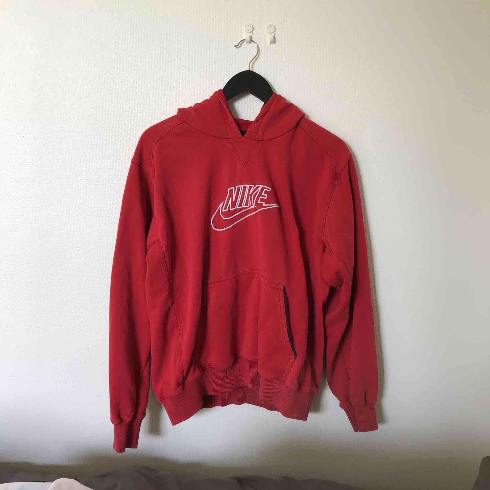 Skönaste hoodien från Nike, kan mötas upp annars står köparen för frakt Inga skambud! . Huvtröjor & Träningströjor.