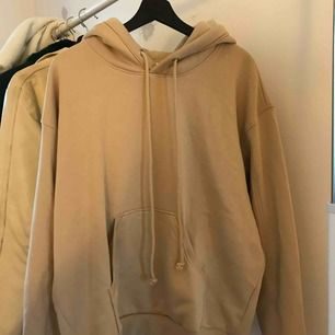 Supersnygg oversized hoodie från Weekday. Köpte för 300kr och  har aldrig använt den