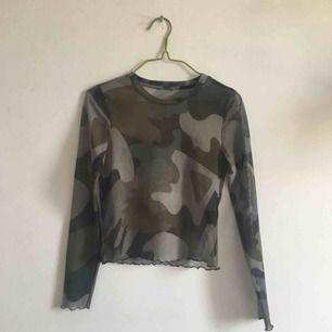 Mesh tröja med camoflage. Lite crop. Priset är inklusive frakt