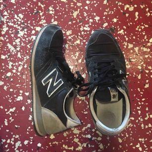 New balance skor. Slitna men ändå i bra skick. Priset är inklusive frakt🌸