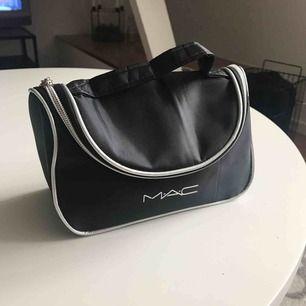 Liten smink väska. Kopia av Mac.