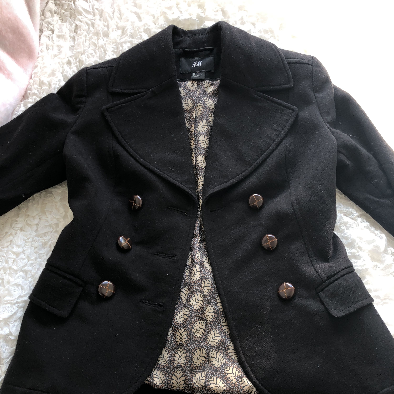 Kavaj ifrån Hm jag köpt här på Plick som var för liten för mig tyvärr. Ser som ny ut. Köparen betalar frakt.. Kostymer.