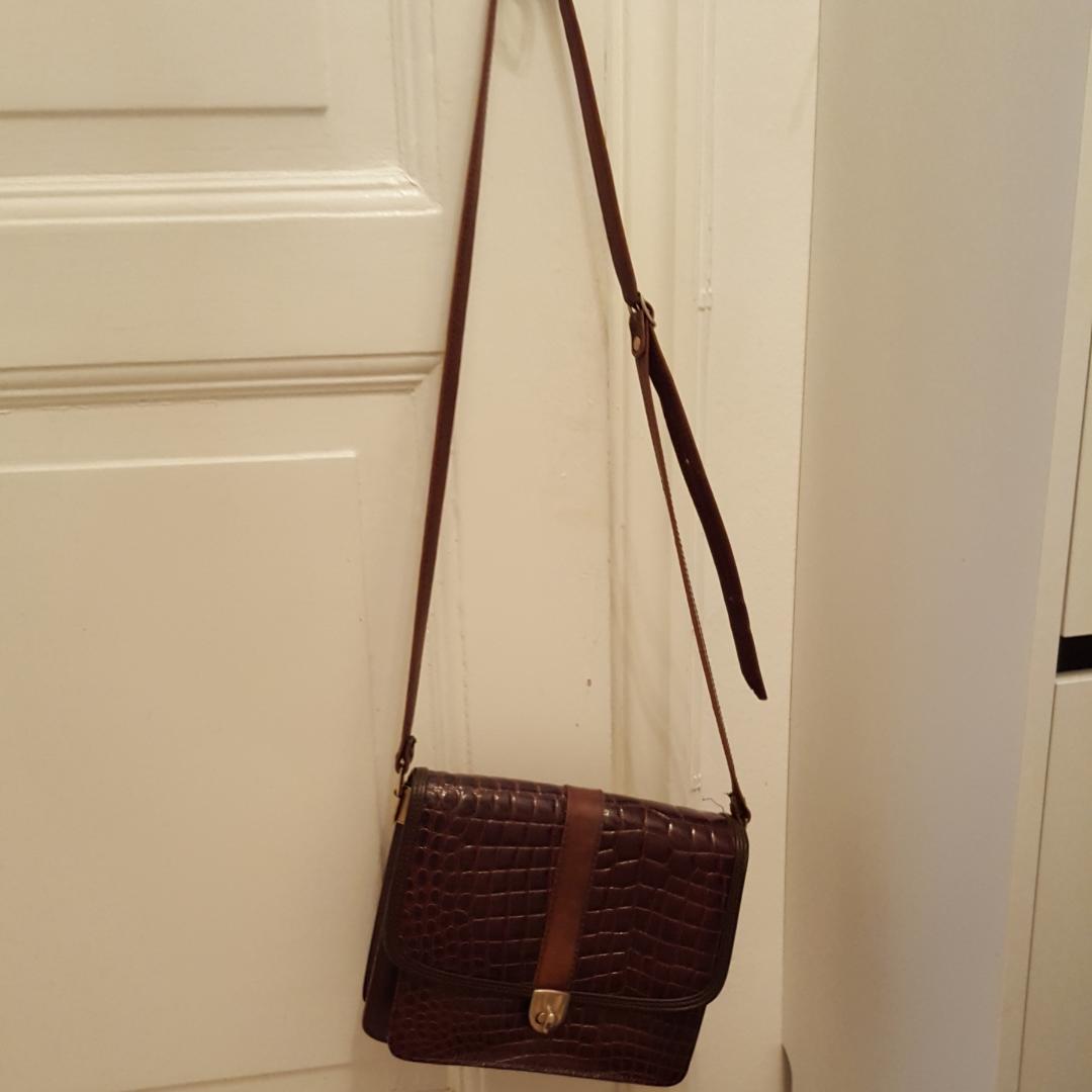 Läderväska med brunt skinn i vintage . Väskor.