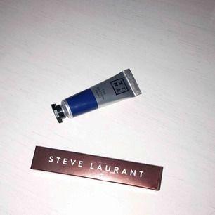 """Sprillans nya sminkprodukter. Steve Laurent lip gloss i """"red dress"""" och 3INA the shadow paint """"703"""" i en blå färg. Nypris 300kr sammanlagt. Säljs för 100kr +40kr frakt via swish."""