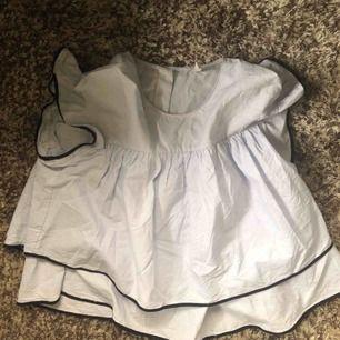 Jättefin blus från Zara köpt innan sommaren. Knappt använd, passar strl S/M.