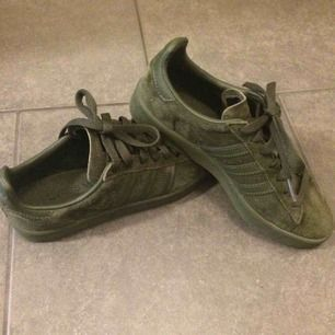 Grymt snygga skor! Adidas Campus mörkgröna strl 36 2/3 Som nya! Använda 2ggr! Frakt ingår i priset ⭐️