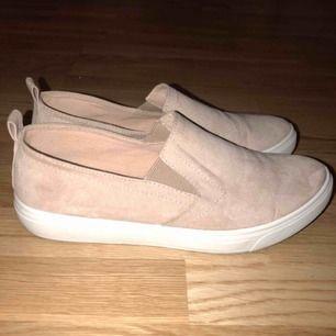 Fina rosa mocka skor! Priset inkl frakt! Frågor? Ställ dom!😍