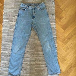 Snygga jeans från Monki! Köpte för 400kr. Jag tar swish eller så kan jag mötas upp i Sthlm