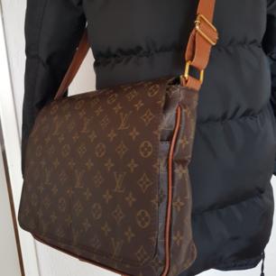 Louis vuitton data skol axel väska rymlig  laptop passar i den Aaa kopia  Oanvänd ny