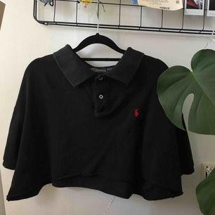 Ralph Lauren t-shirt i storlek XXL. Är själv XS/S så har använt den som en ovsersize! Croppat den själv 🌿
