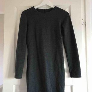 Snygg klänning, använd ca 2 gr! Den är i storlek M men passar en S bra! Köpare betalar frakt