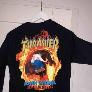 Sjuuuukt snygg vansXthrasher tröja. Säljer då jag bara inte använder den längre. De svider att sälja den men bättre att den används än att ligga i en låda!  Köpare står för frakten.