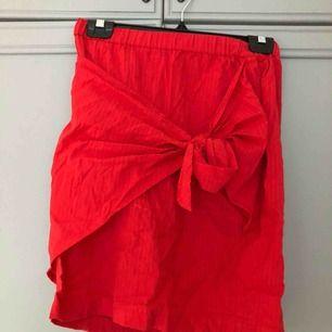 En kjol från Na-kd från andrea hedenstedts kollektion