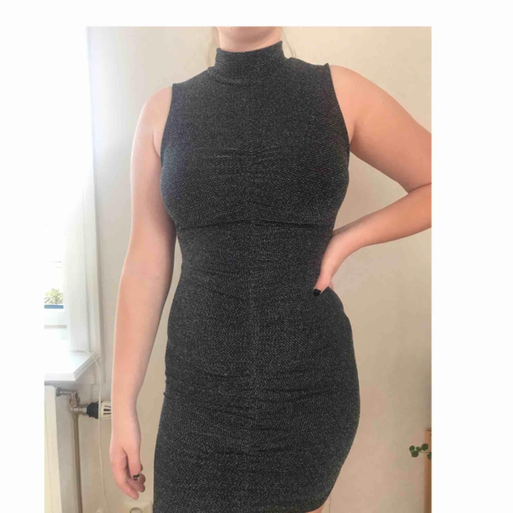 bead3b01e6bc Glittrig klänning från Missäy i Nordstan. Använd fåtal ggr. Har vanligtvis  storlek M i ...