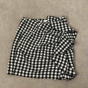 Bästa finaste kjolen!!! Har använt nu i sommar men är för liten för mig Kan skicka, har swish