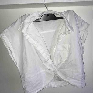 """Jättefin """"Skjort-topp"""" från Carin Wester. Tyvärr för liten för mig med större bröst :/ köpare står för frakt💞"""