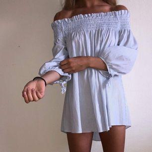 Blåvit, randig blus/tunika. Köptes i USA.