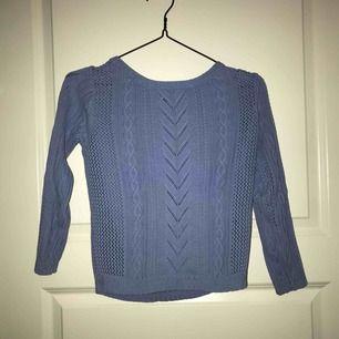 Fin ljusblå stickad tröja från JC. Använd ett par gånger men är i fint skick. Ärmarna är lite kortare.