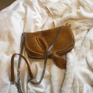 Väska i mocca från zara. Köpt för 600. Som ny bara använd 3 gånger.