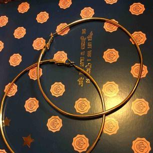 Jätte fina oanvända guldiga ringar som passar till det mesta! 😍