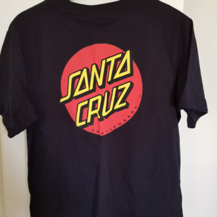 Helt ny santa Cruz t-shirt. Lite oversize. Köparen betalar frakt
