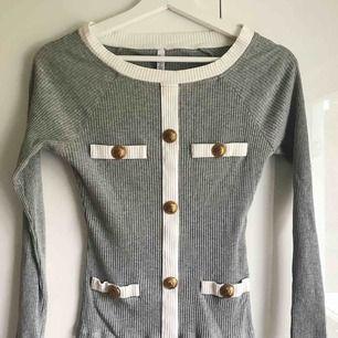 Superfin ribbad tröja med snygga detaljer✨ Eventuell frakt tillkommer!