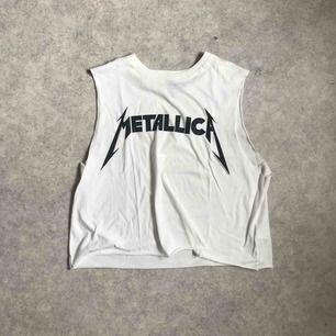 Klippt tisha med Metallica tryck