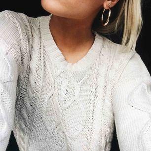 Stickad tröja från Lager157. Står L men sitter snyggt oversized på mig som är en S
