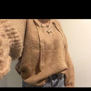 Beige stickad tröja i strl s från Bik Bok