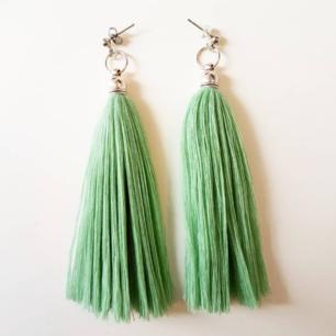 Handgjorda tassels, här i grönt! Finns i andra färger i min profil! Frakt 10 kronor.