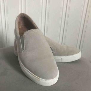 Säljer mina beiga skor från märket Dasia. Använda runt 3-4 gånger.  Köparen står för frakt!