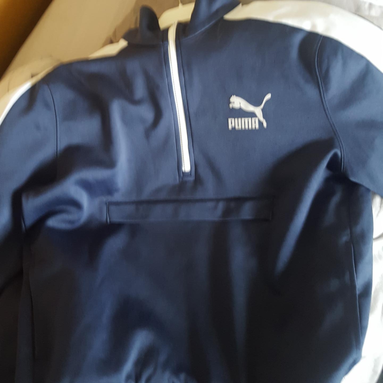En abnorakk liknande tröja som är köpt här på Plick, men kom inte till användning :). Tröjor & Koftor.