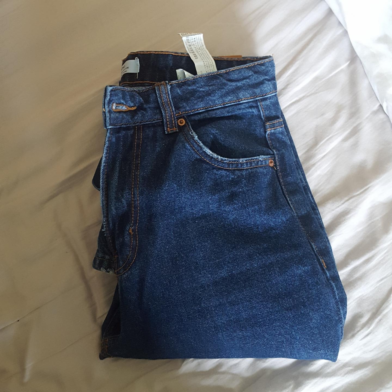 Mom jeans från Bershka. Aldrig använda . Jeans & Byxor.