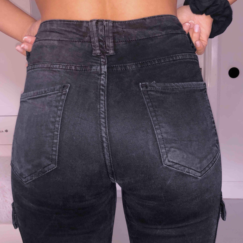 1af8a7fd7 Cargo jeans från zara med fickor - Zara Jeans & Byxor - Second Hand